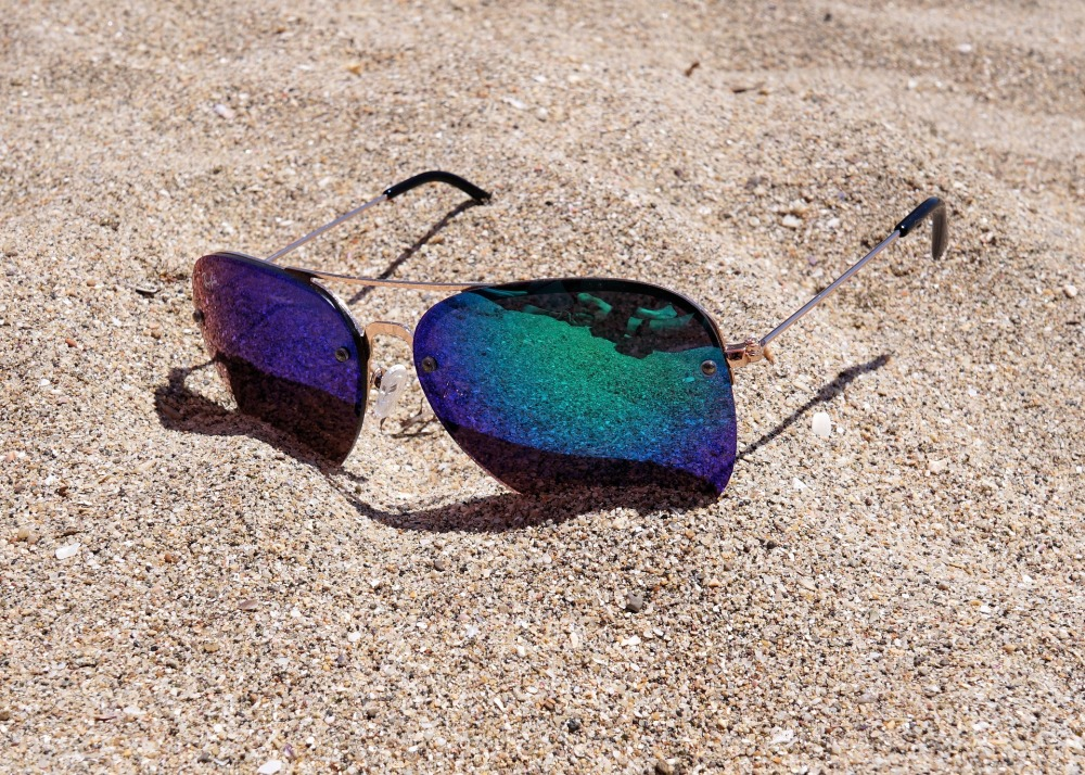 sunglasses-2523803_1920